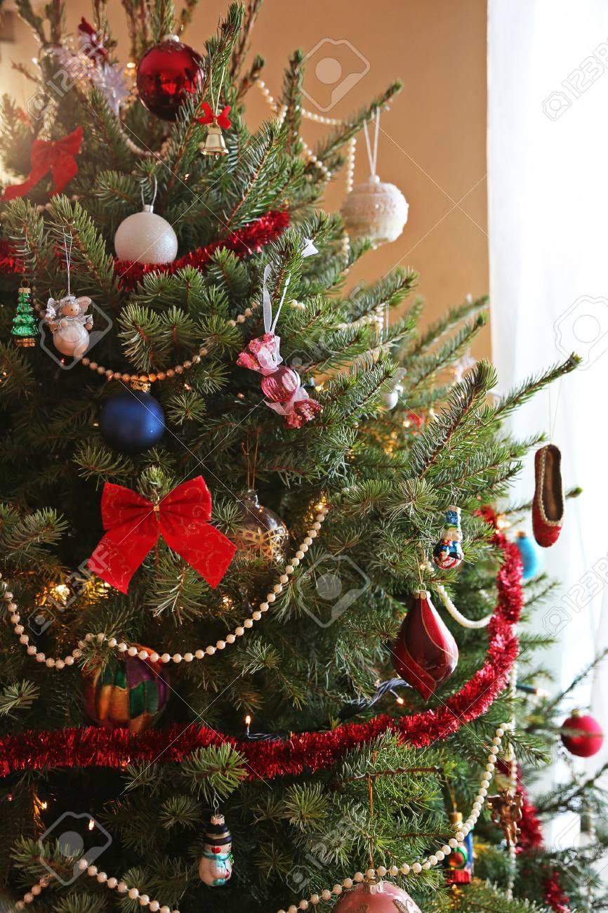 Weihnachtsbaum Dekorieren.Stock Photo