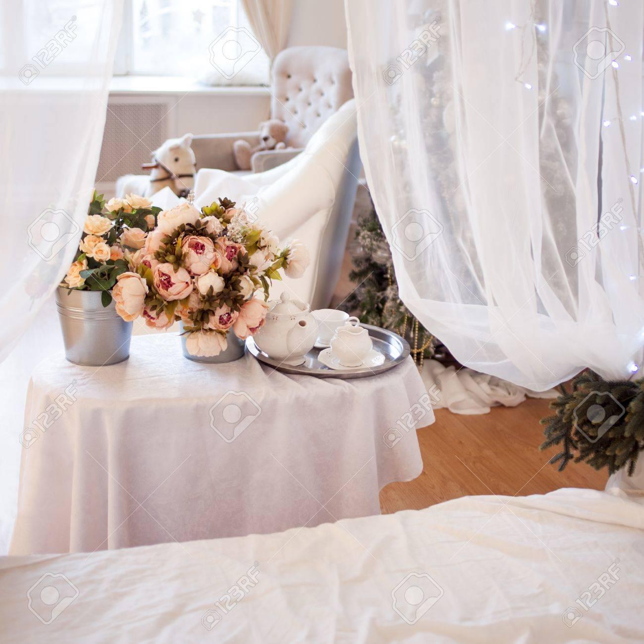 bouquets de fleurs dans la chambre, décoration intérieure, cadre
