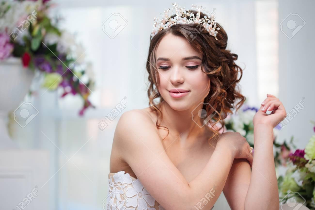 Porträt Hochzeit Frisur Brünette Mit Lockigem Haar Schöne Mädchen