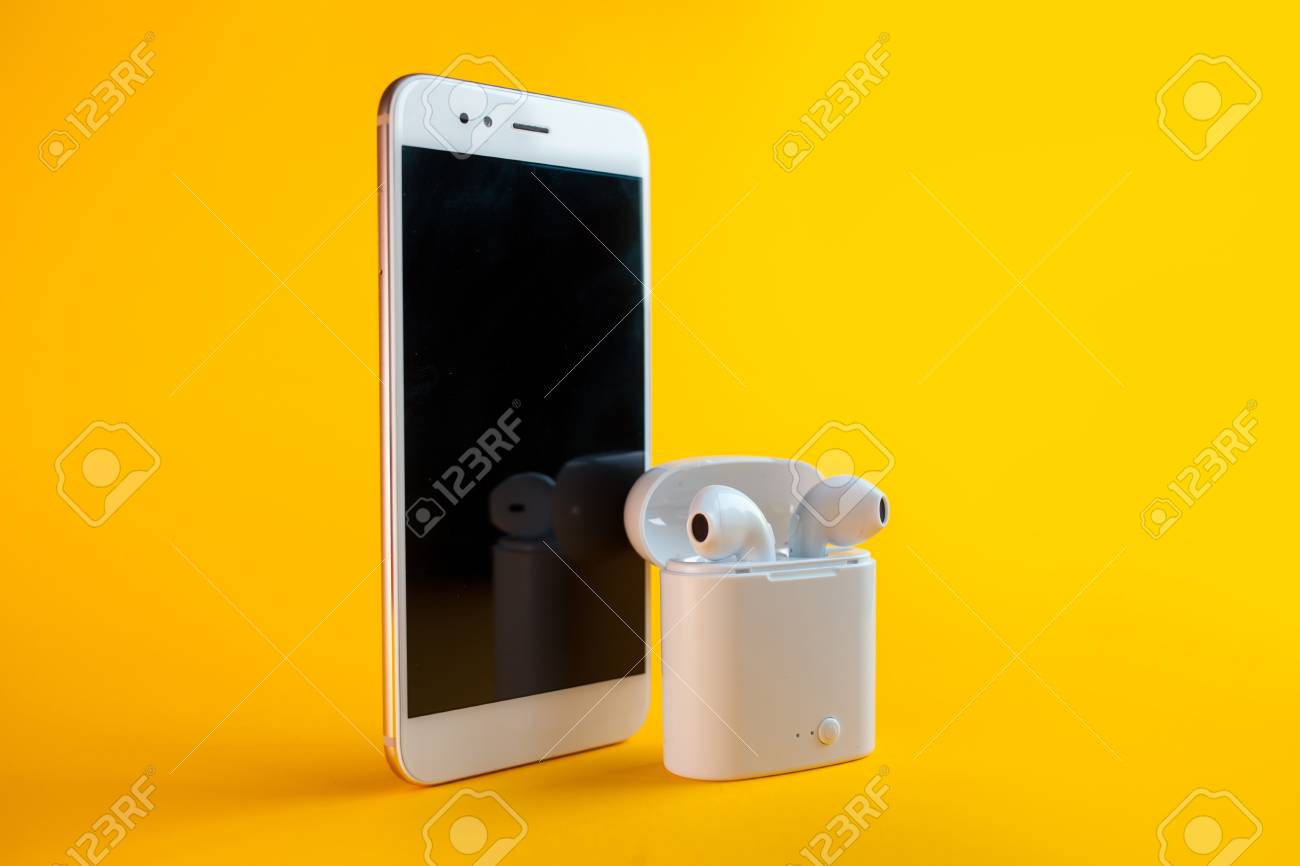 Set of music lover, the smartphone with a subscription to music..