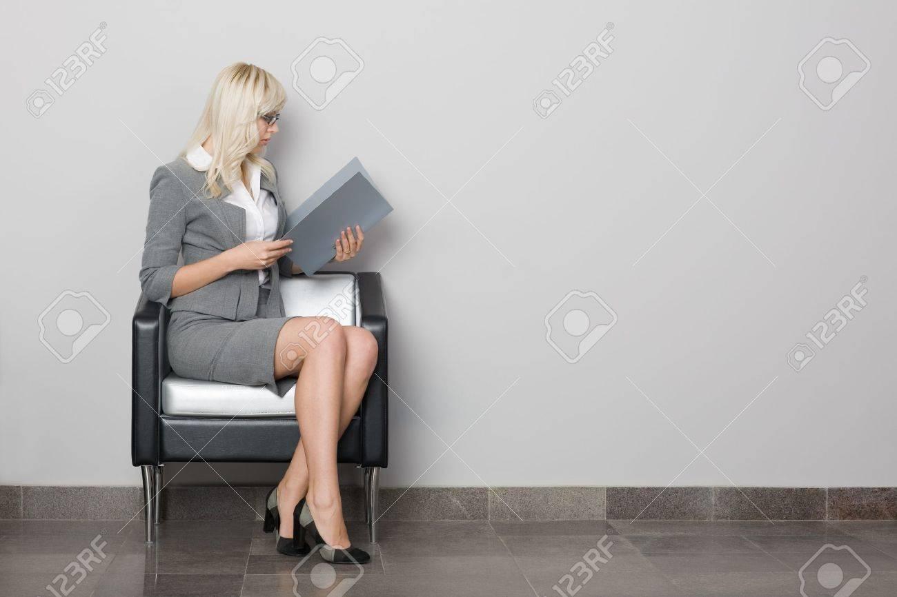 Фото стройных девок в офисной одежде 17 фотография