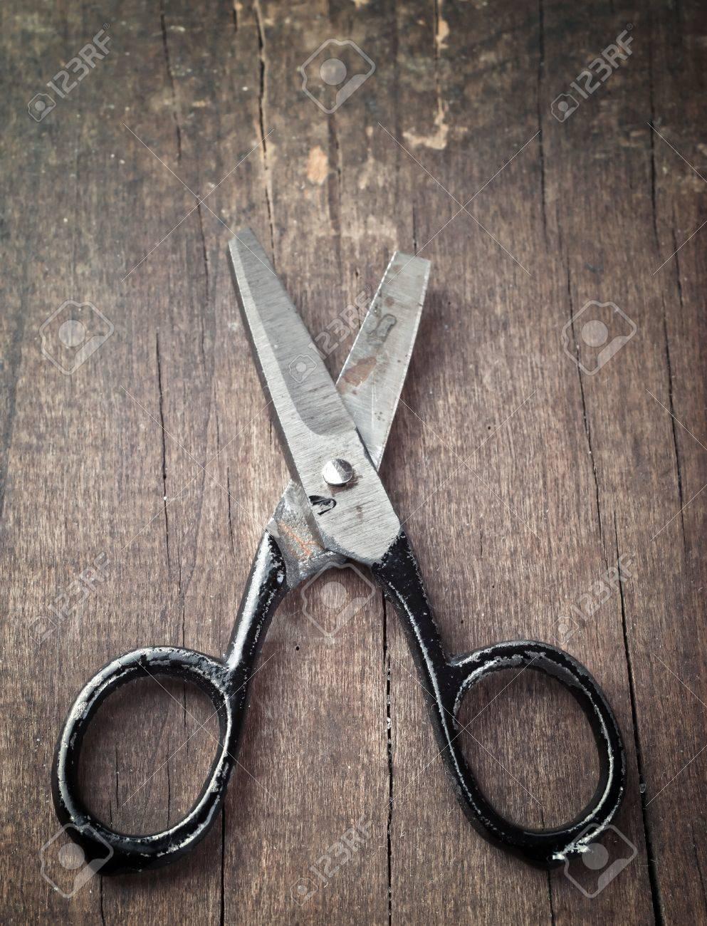 old broken scissors on old plank Stock Photo - 12052848