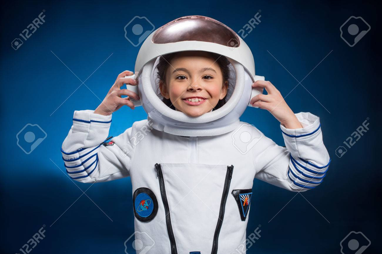 Little girl in space suit - 76419612