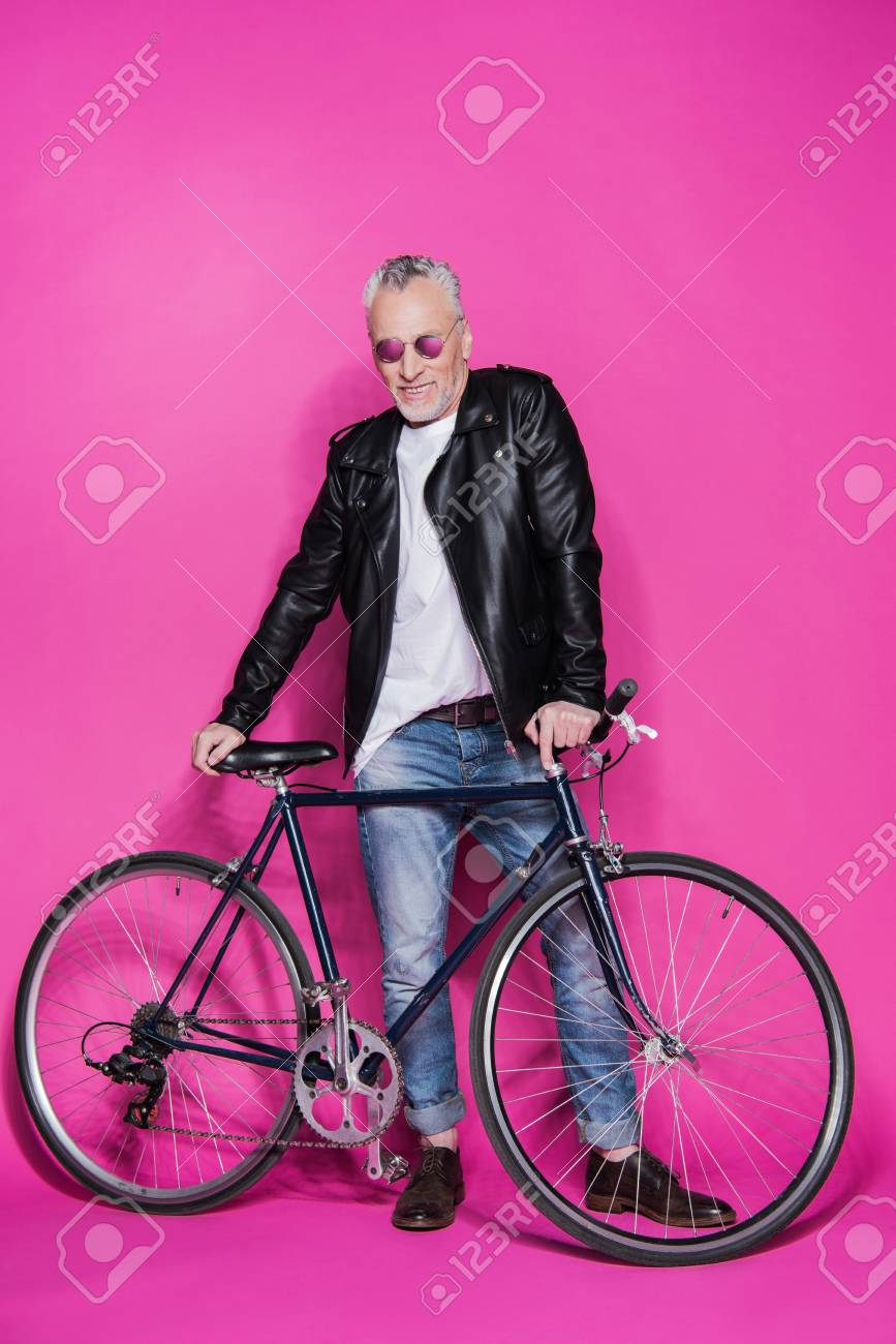Vêtu Vêtu Senior À Et Souriant Homme Mode Cuir De Veste Veste Veste La En xqap1UwA
