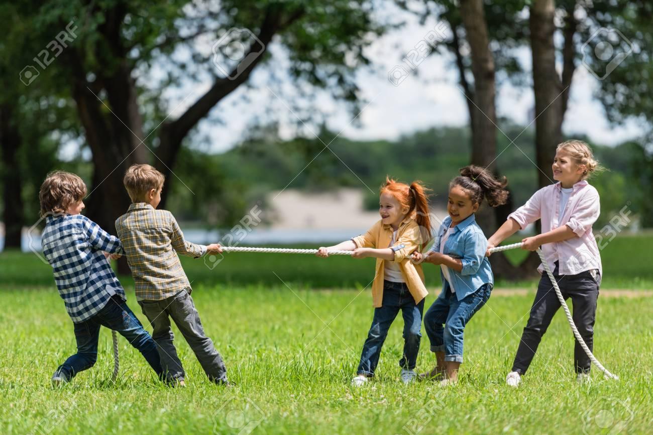 kids playing tug of war - 89851714