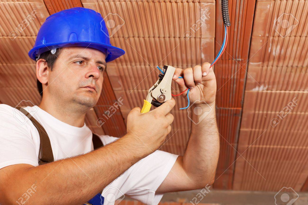 worker installing electrical wiring in a new building working rh 123rf com