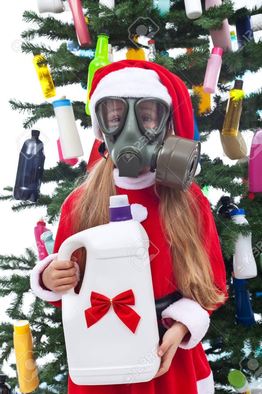 Junges Mädchen Mit Ihrem Kunststoff Weihnachtsgeschenk - Umwelt ...