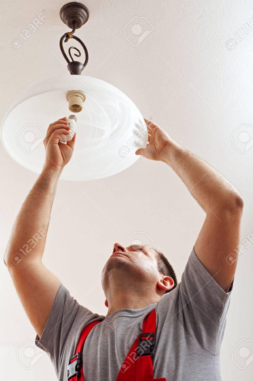 Elektrisk Färdig Montering Taklampa - Installera En Fluorescerande ... : montera taklampa : Taklampa