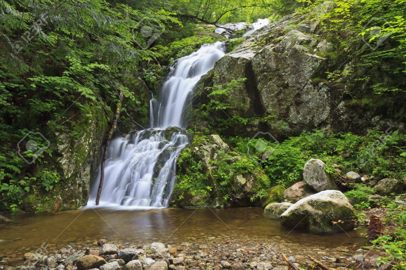 The Wedge Brook falls more than 50' into a clar, rocky pool at Upper Wedge Brook Falls in the Adirondack State Park in New York Stock Photo - 11773382