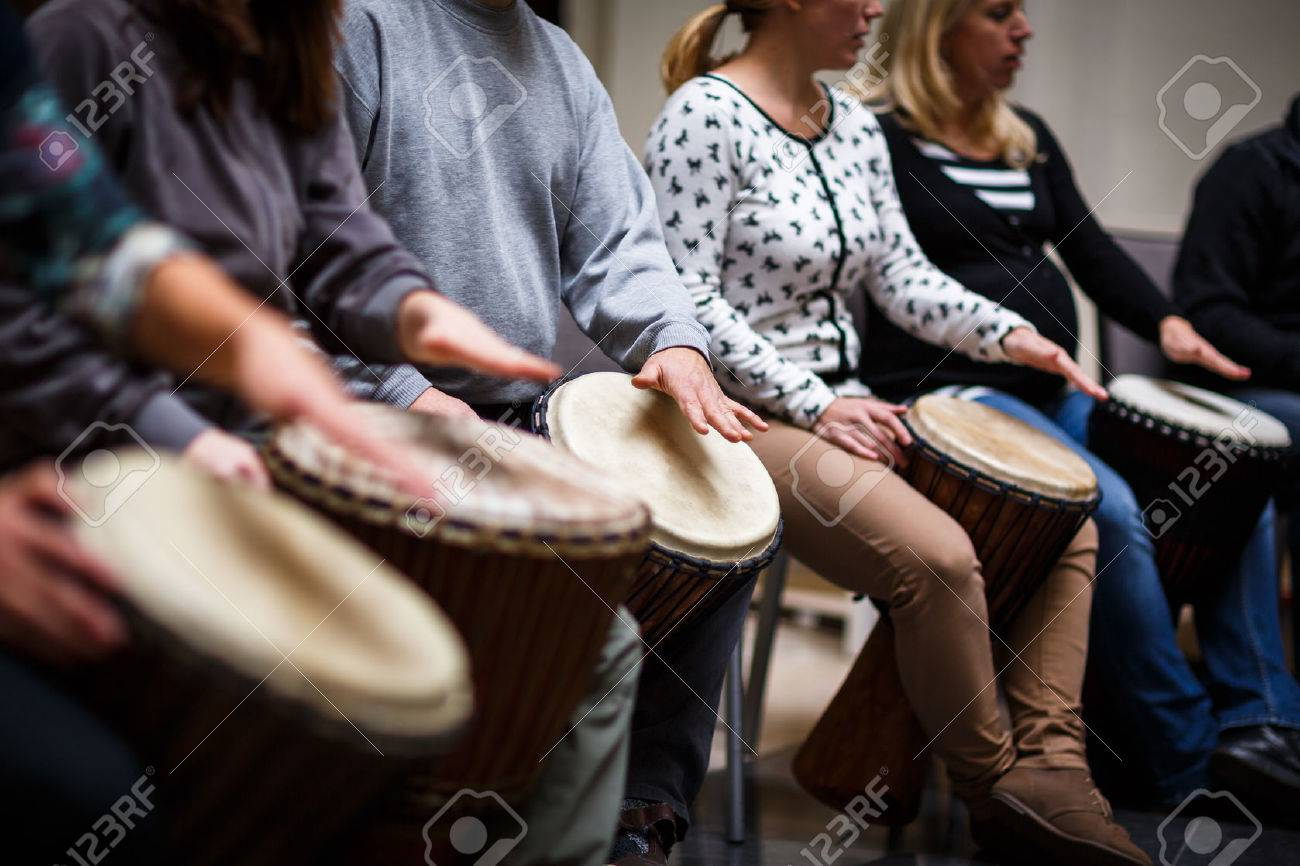 Group of people playing on drums - therapy by music Standard-Bild - 50638806
