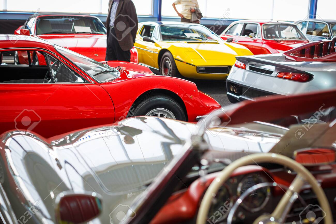 Auction Cars For Sale >> Old Cars Auction People Viewing Cars On Sale During An Expensive