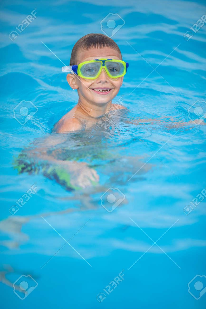 Cute little boy in a swimming pool - 171623537