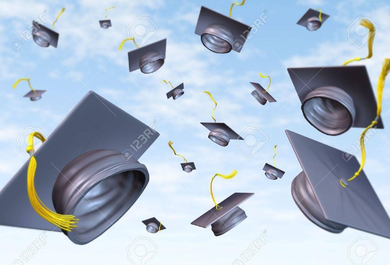 Foto de archivo , Gorras de graduación tirados en el aire como una celebración con un sombrero tradicional tira para los estudiantes graduados de