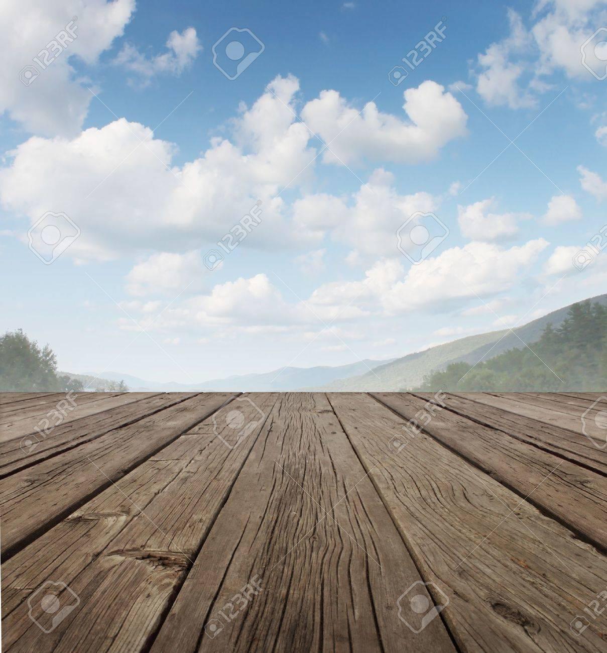 Trädäck som en lugn gammal rustik lantlig uteplats golv i ...