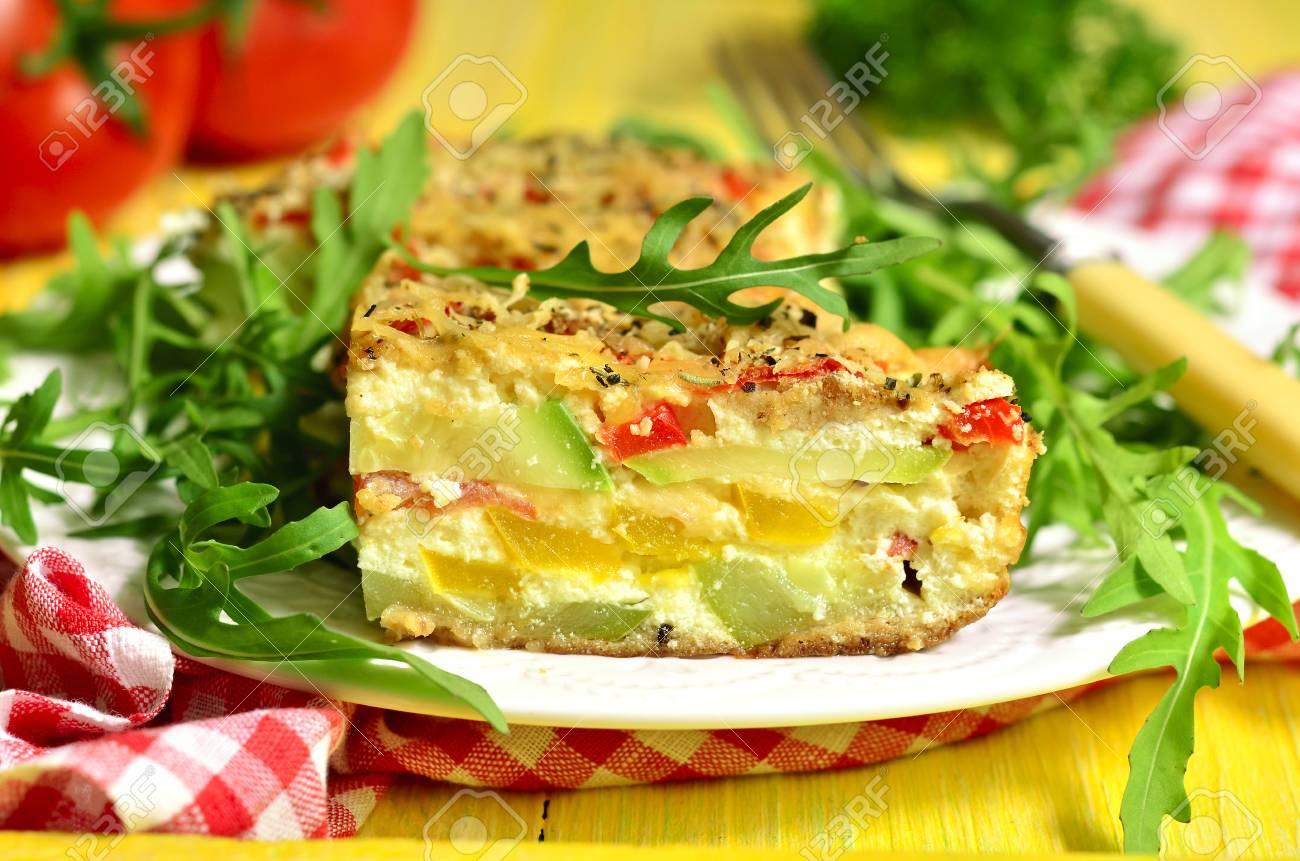 Gemüse-Gratin - Schüssel Mit Französisch Küche. Lizenzfreie Fotos ...