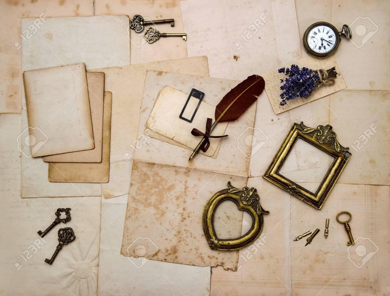 Cosas Vintage, Marcos De Cuadros, Llaves, Flores, Cartas Y Fotos ...