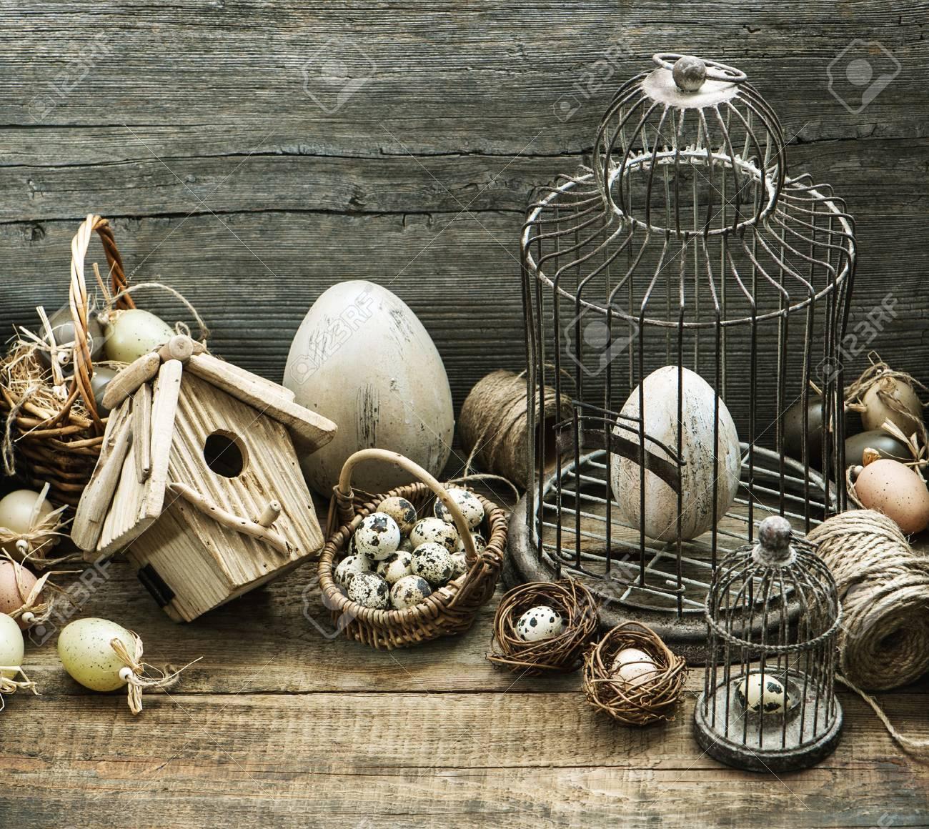 Banque Du0027images   Décoration De Pâques Vintage Avec Des Oeufs, Volière Et  Cage à Oiseaux. Intérieur De Maison De Style De Campagne Nostalgique