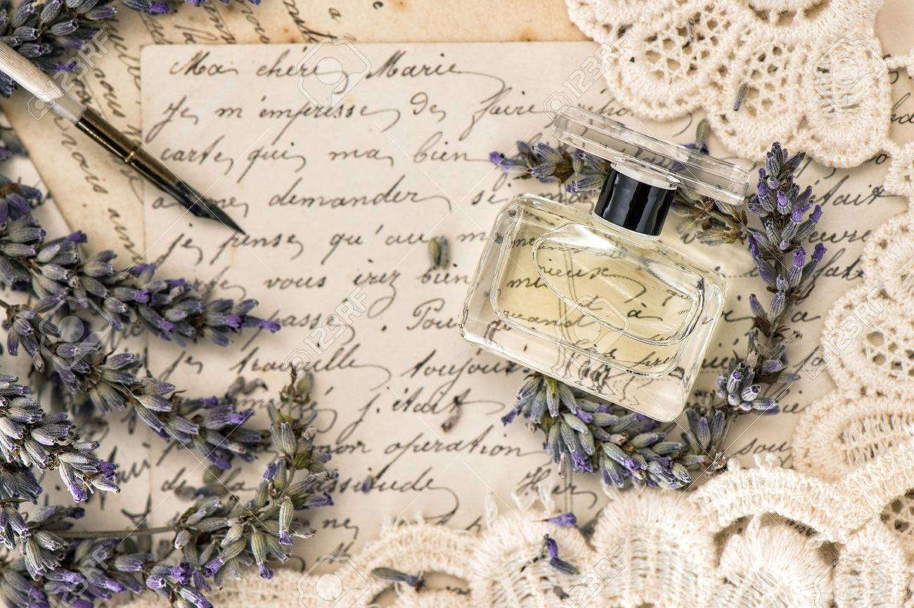 Stari romantični dnevnici,pisma,albumi,knjige - Page 9 36512196-perfume-lavender-flowers-vintage-ink-pen-and-old-love-letters-retro-style-toned-picture-Stock-Photo
