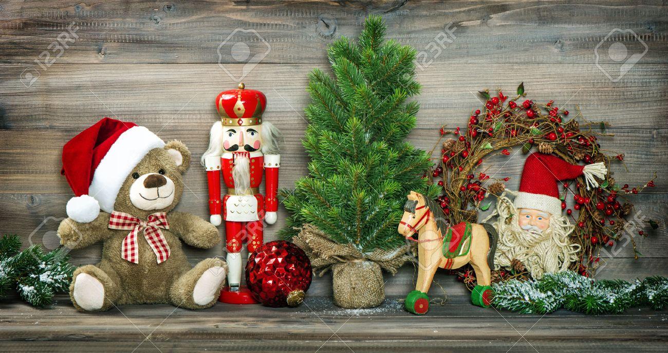 Cavallo A Dondolo Legno Natale.Vintage Natale Decorazione Orsacchiotto Cavallo A Dondolo E Schiaccianoci Foto In Stile Retro Colorato Con Vignetta