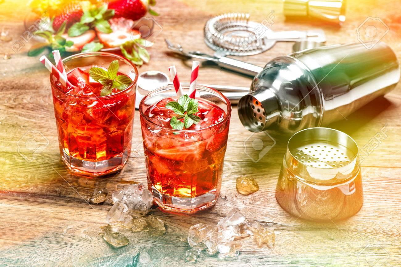 Red Drink Mit Eis. Alkoholische Alkoholfreie Getränke. Cocktail ...