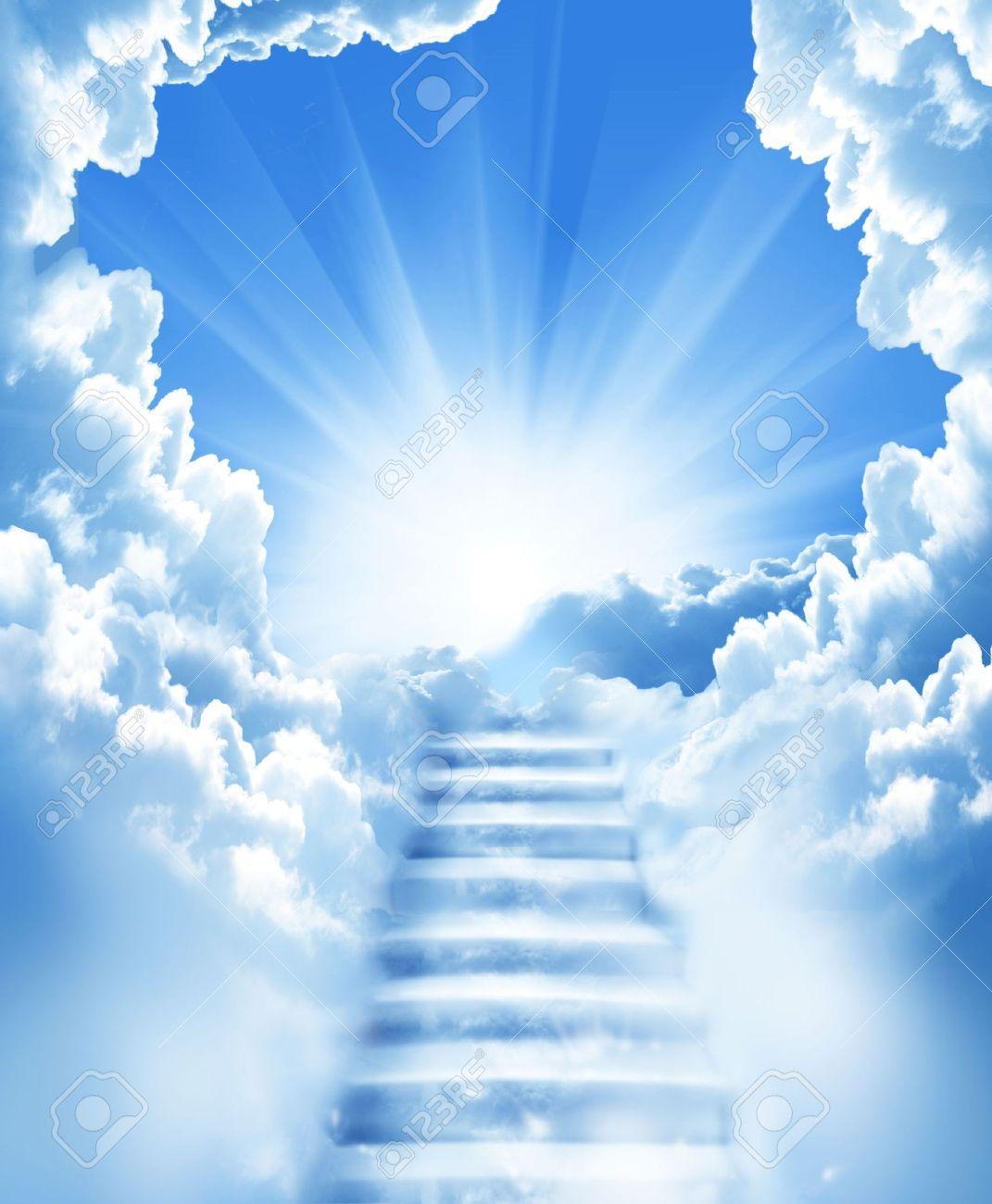 7574145-escaliers-dans-le-ciel--Banque-d'images