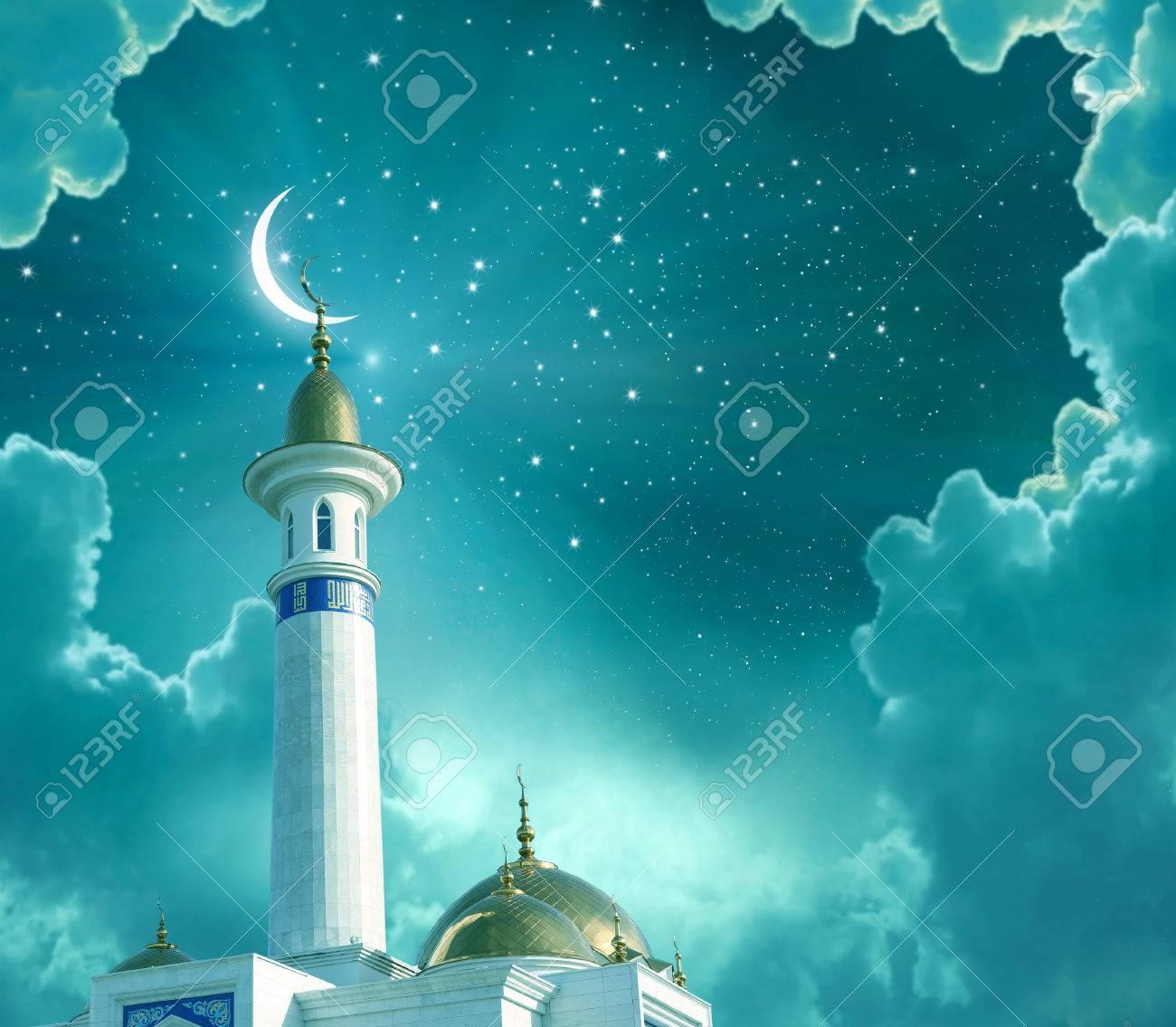 Contexte Du Ramadan Kareem Lune Decente Au Sommet Dune Mosquee