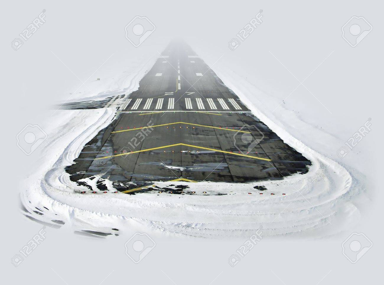 Landing on the snow Stock Photo - 15483035