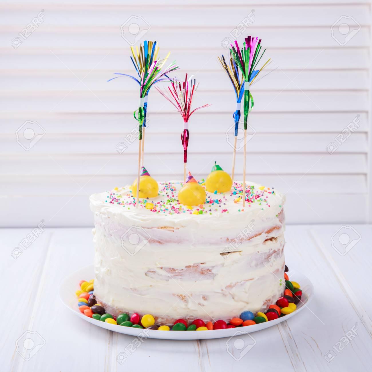 Gateau D Anniversaire Avec Des Bougies Holiday Bright Candy Baking