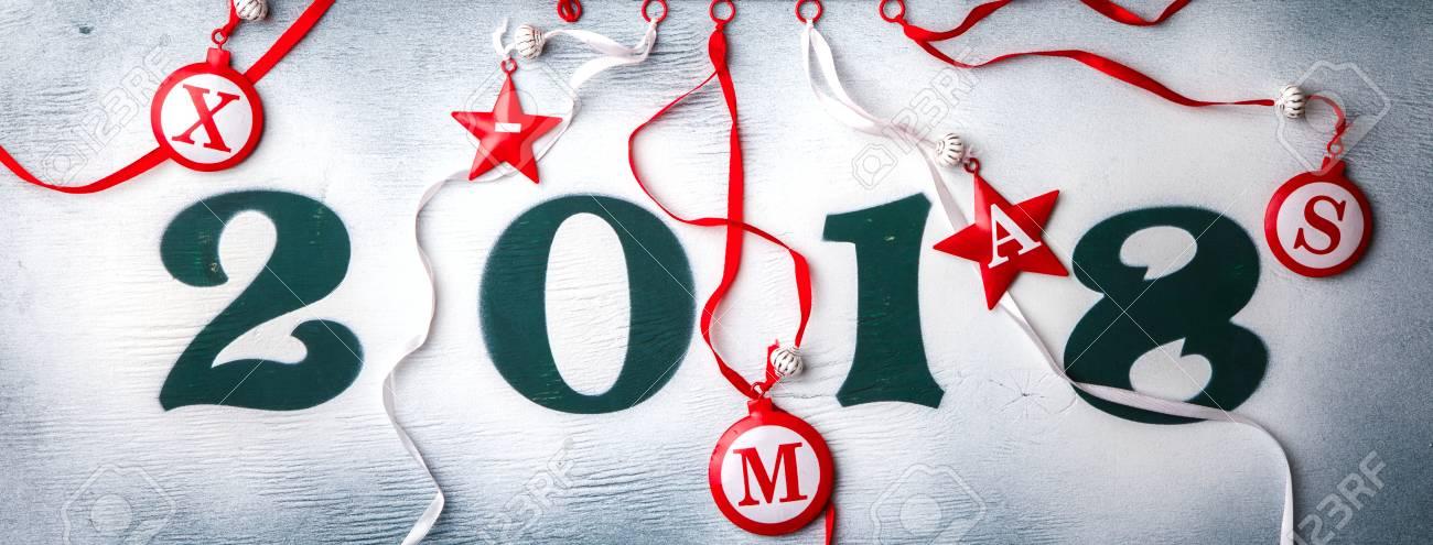 Weihnachten Und Neujahr Hintergrund Grune Farbe Holzfiguren 2018