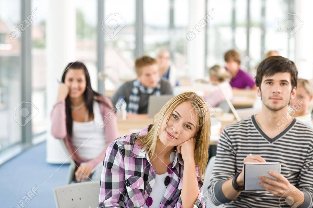 Старшеклассник лапает одноклассницу 19 фотография