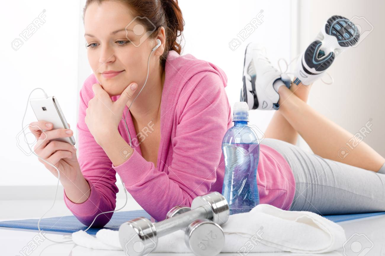 Fitness - portrait of woman listen music mp3 relax in gym Stock Photo - 9266178