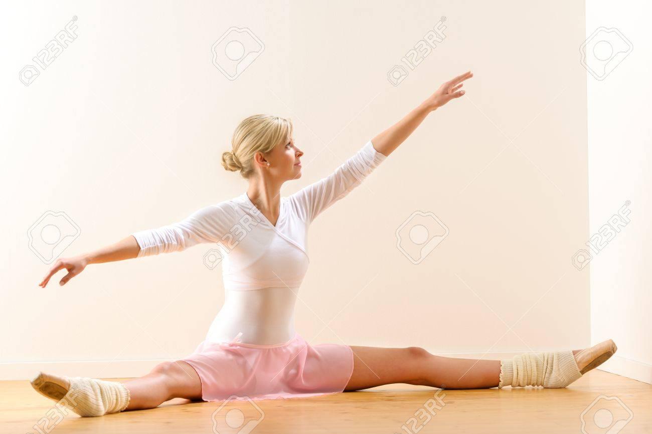 Разминка голой балерины 12 фотография