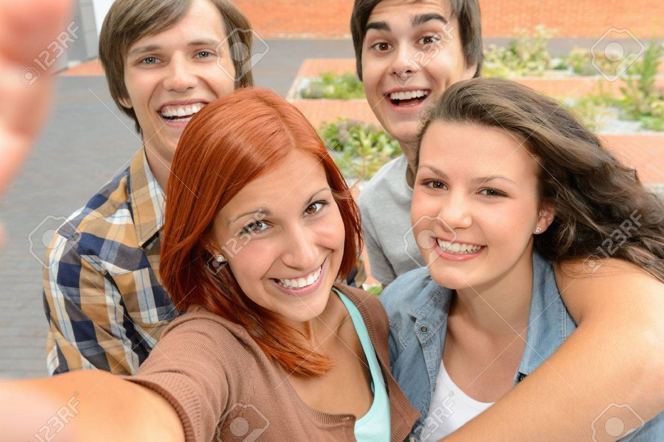 Group of student teenage friends taking selfie laughing at camera Standard-Bild - 29789588