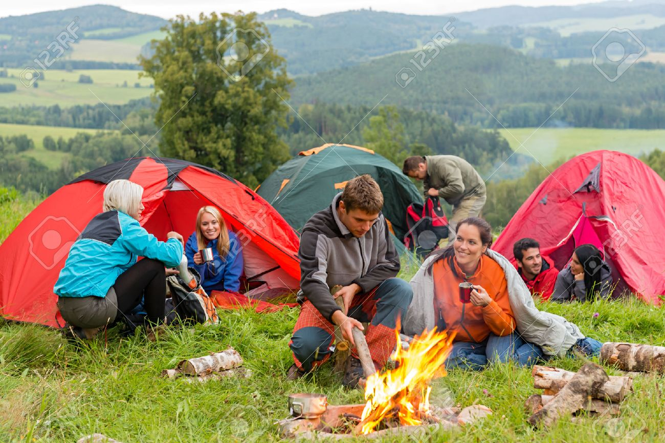 Group of young students spending weekend together in tents campfire Standard-Bild - 30940218
