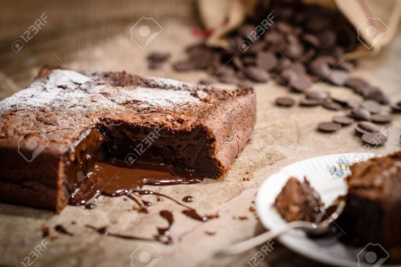 French chocolate fondant cake covered with white powdered suger Standard-Bild - 44181416