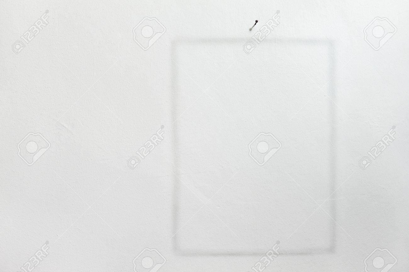Abdruck Der Rahmen Auf Weiße Wand Mit Nagel Lizenzfreie Fotos ...