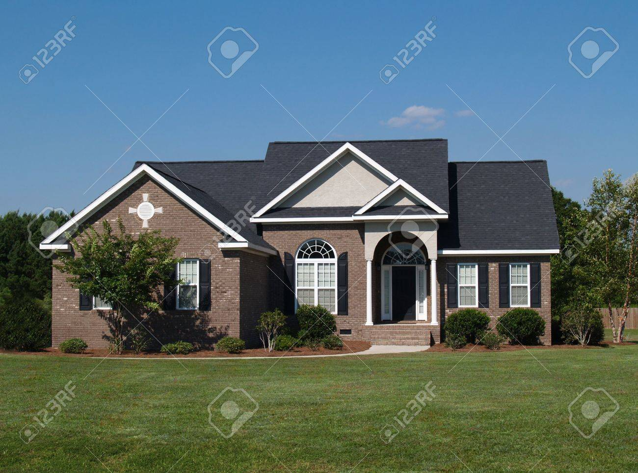 One story new brown brick residential home. Stock Photo - 5580805