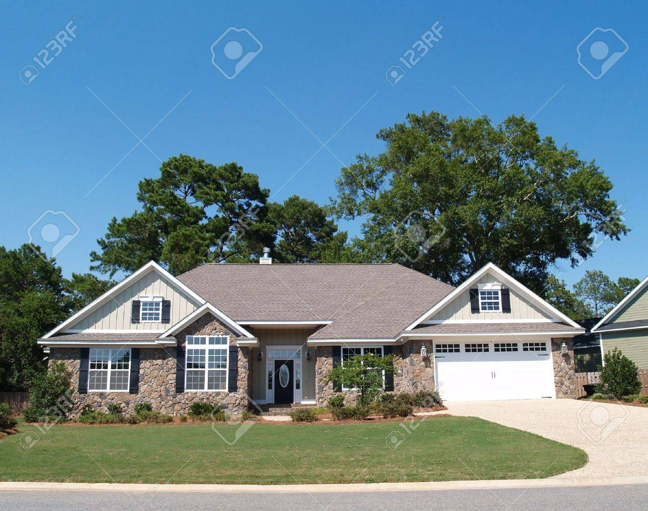 One story residential home with a stone facade. - 5520025