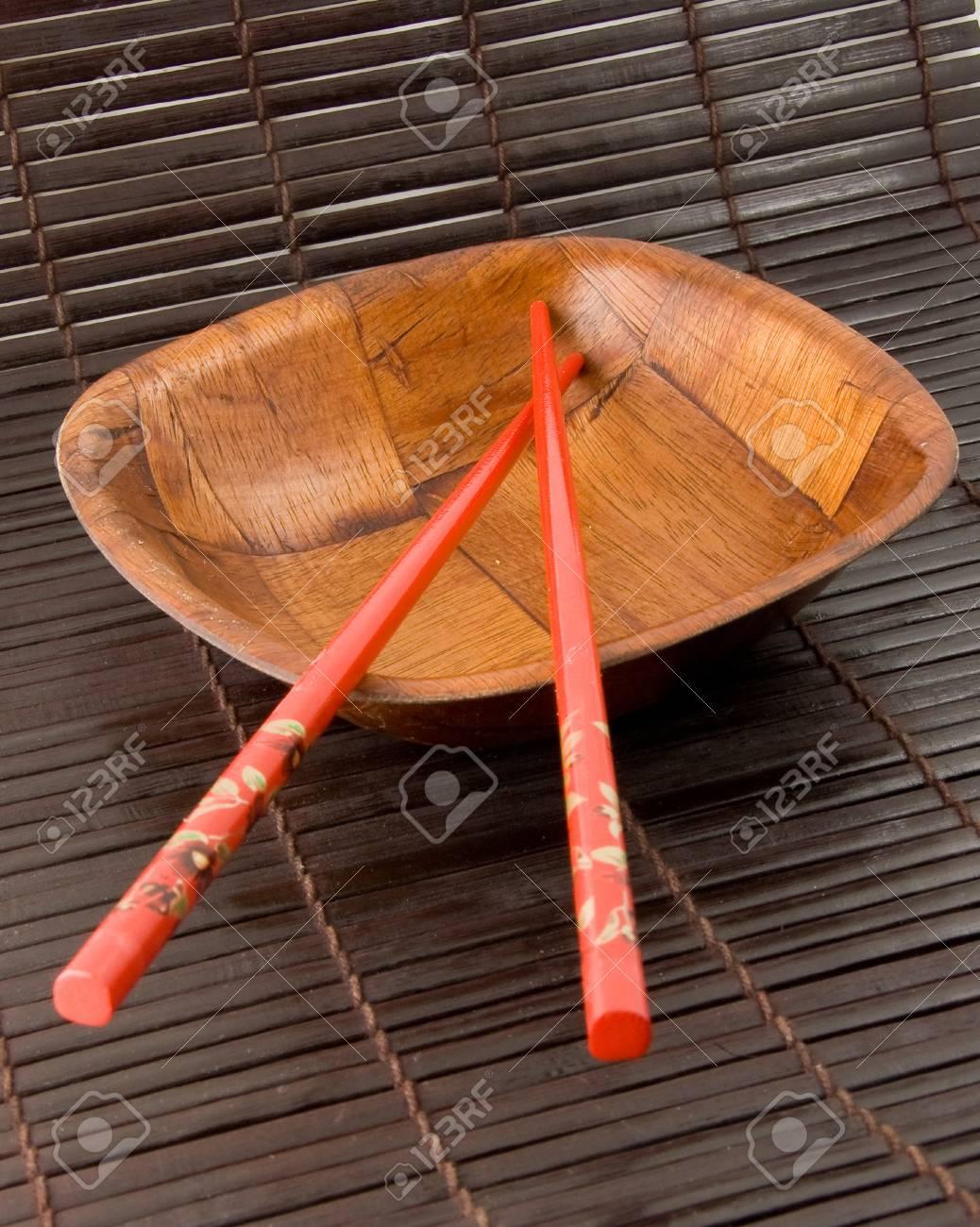 Stabchen Und Bambus Cup Auf Bambus Tischlaufer Hintergrund