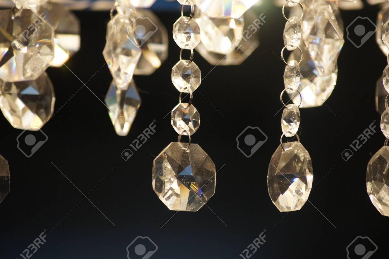 Kronleuchter Glaskristalle ~ Schöne kronleuchter kristalle dunkler hintergrund lizenzfreie