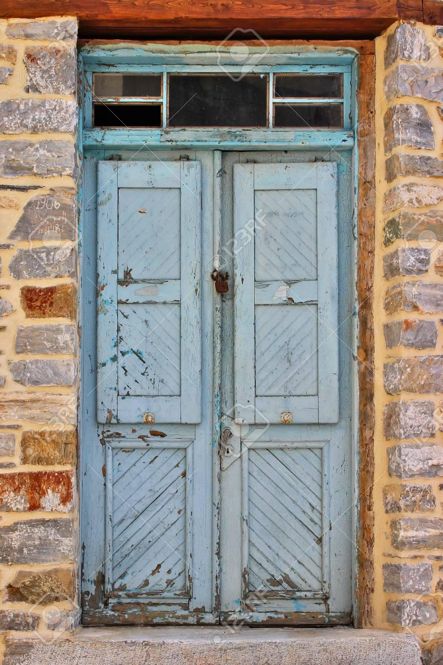 Bleu Résisté à La Porte Dentrée Dune Vieille Maison En Pierre Au