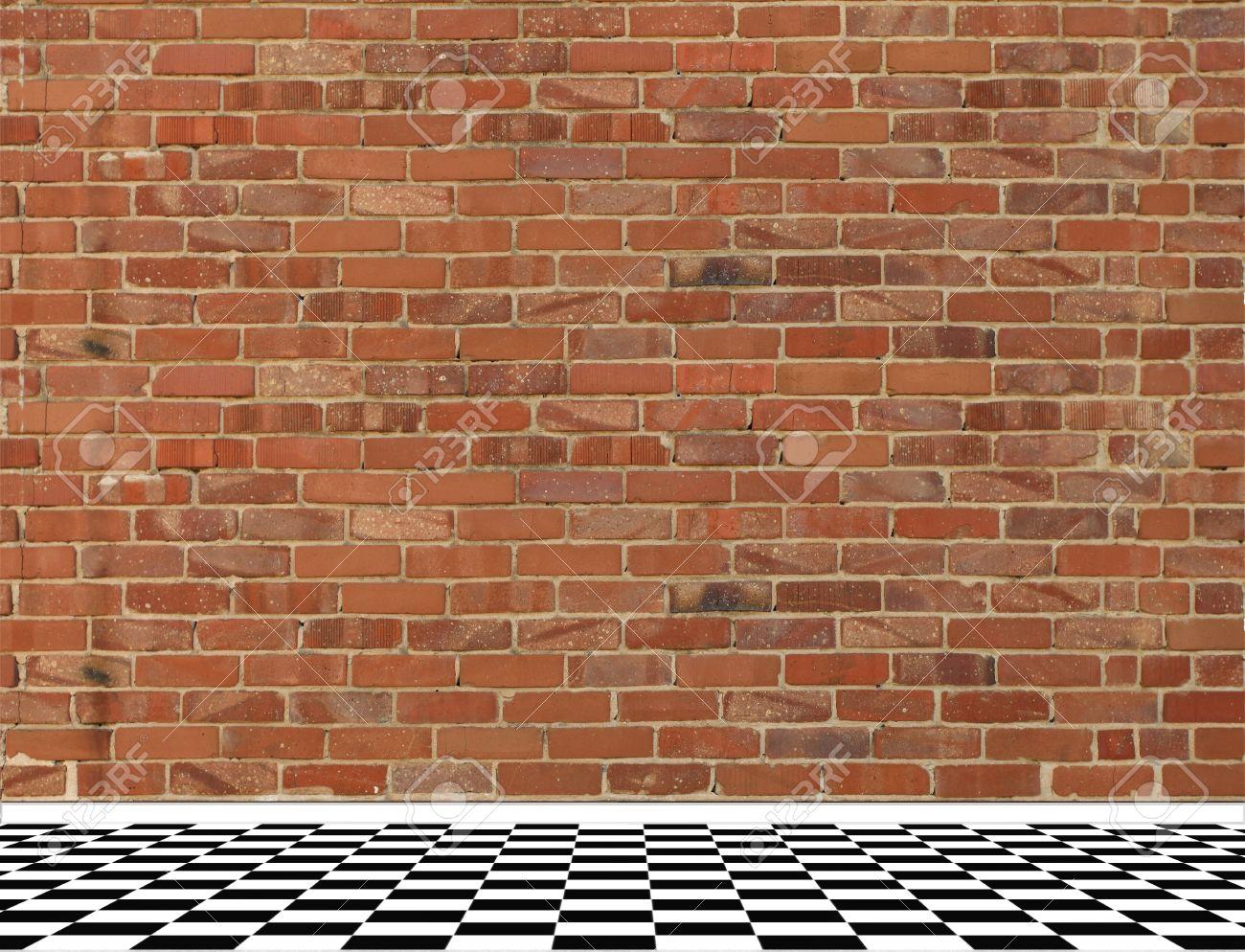 Chambre avec vieux mur de brique rouge et noir et blanc sol en ...