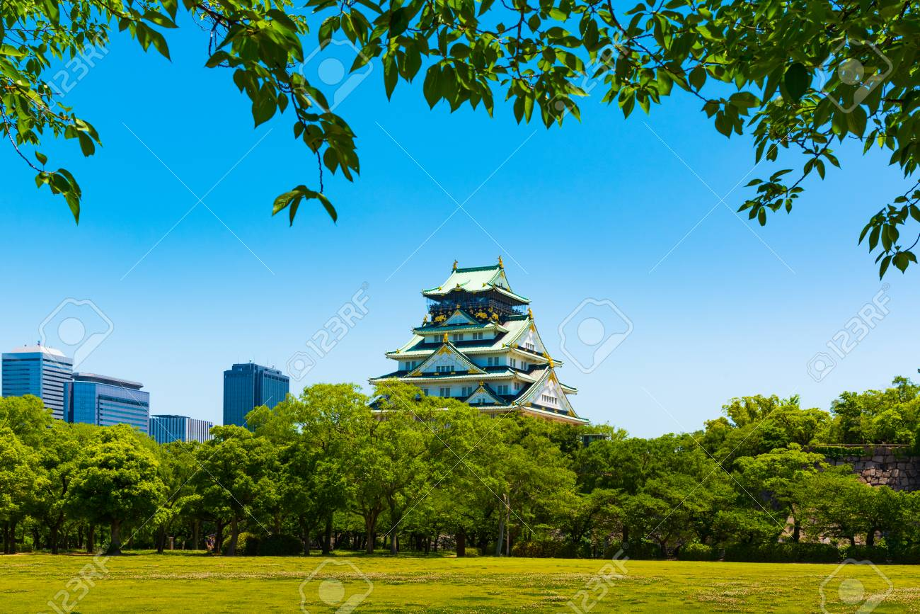 Osaka Castle view from Nishinomaru Garden Stock Photo - 69444139