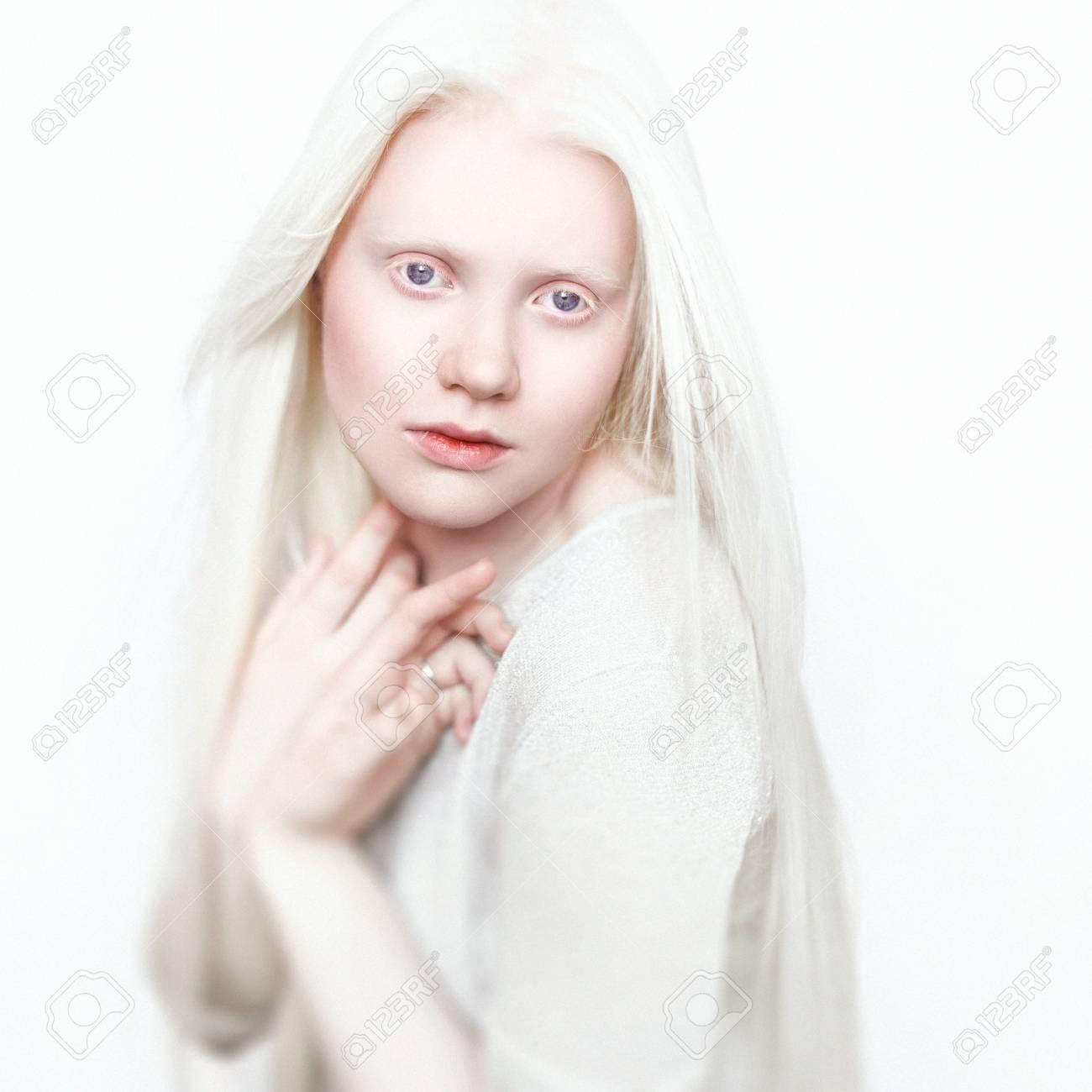 teen girl masturbates with brush