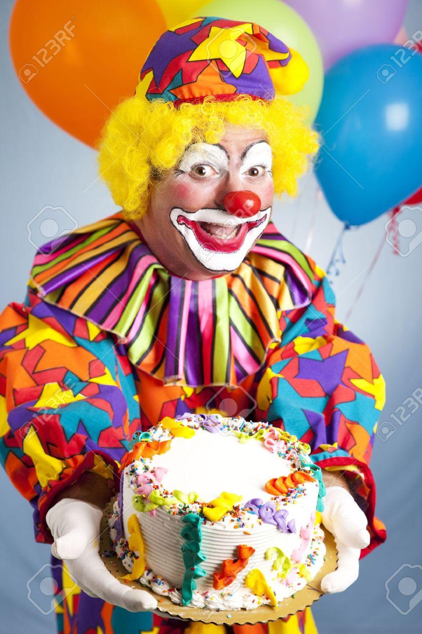 Joyeux Anniversaire Clowns Tenant Un Gateau D Anniversaire Cake Est Pret Pour Votre Texte Banque D Images Et Photos Libres De Droits Image 7281995