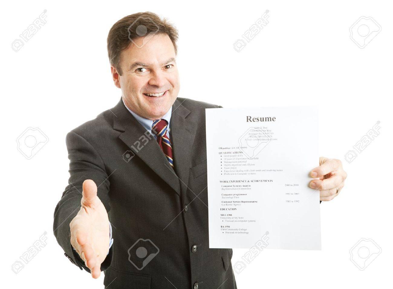 Zuversichtlich Geschäftsmann, bereit, mit seinem Lebenslauf, einem Lächeln  und einem Handschlag. Isoliert