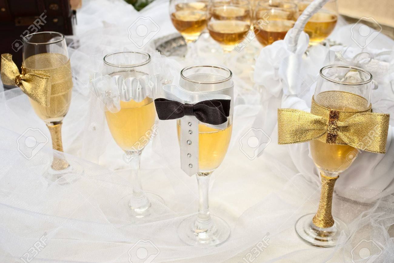 Bride Groom Table Decoration Bride And Groom Glasses On Wedding Veil Decorated Table With