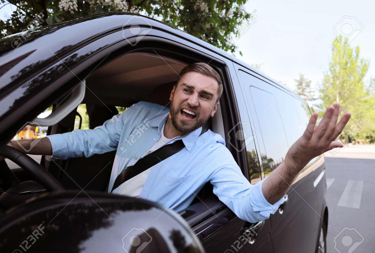 Emotional man in car. Aggressive driving behavior - 171980801