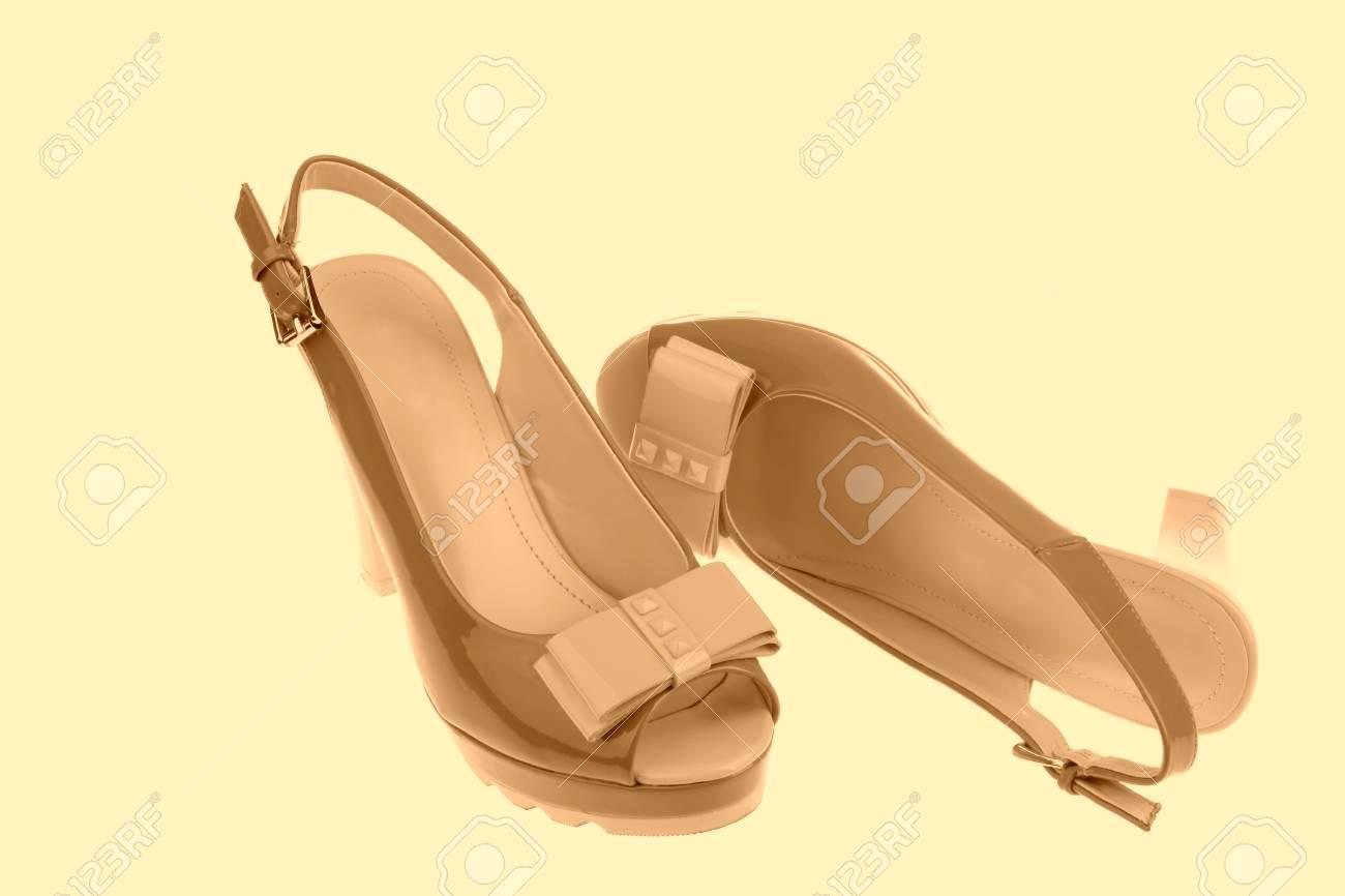 Talons Pour Sur Sandales Femmes Banque D Blanc À Belles Hauts Fond qzMSUVp