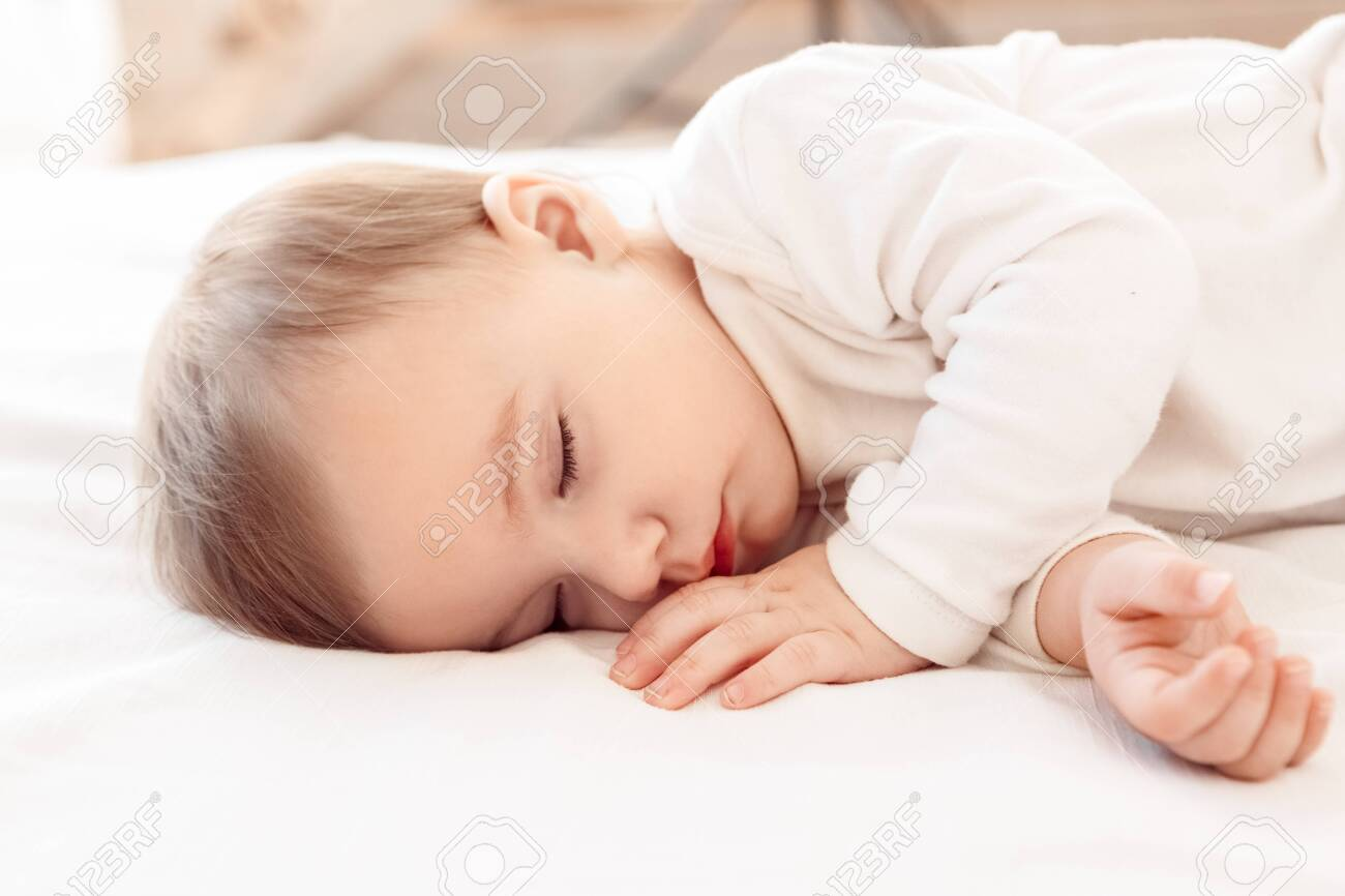Little baby sleeping on bed at home close-up - 154972553